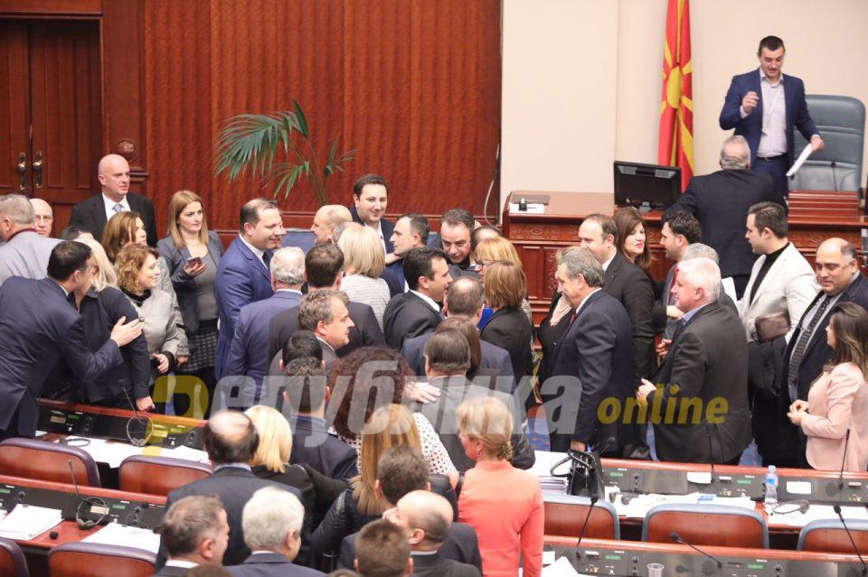 Разочараните Македонци со своја химна: Проклети да се предавниците