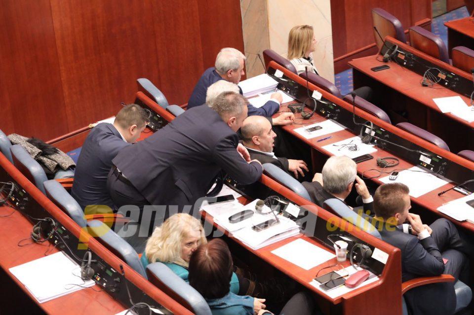 Бојкотот и разединетоста кај Македонците го зголемија бројот на пратеници Албанци во Собранието