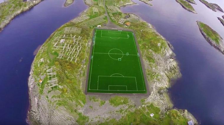 На најубавиот стадион на светот тренираат рекреативци и деца