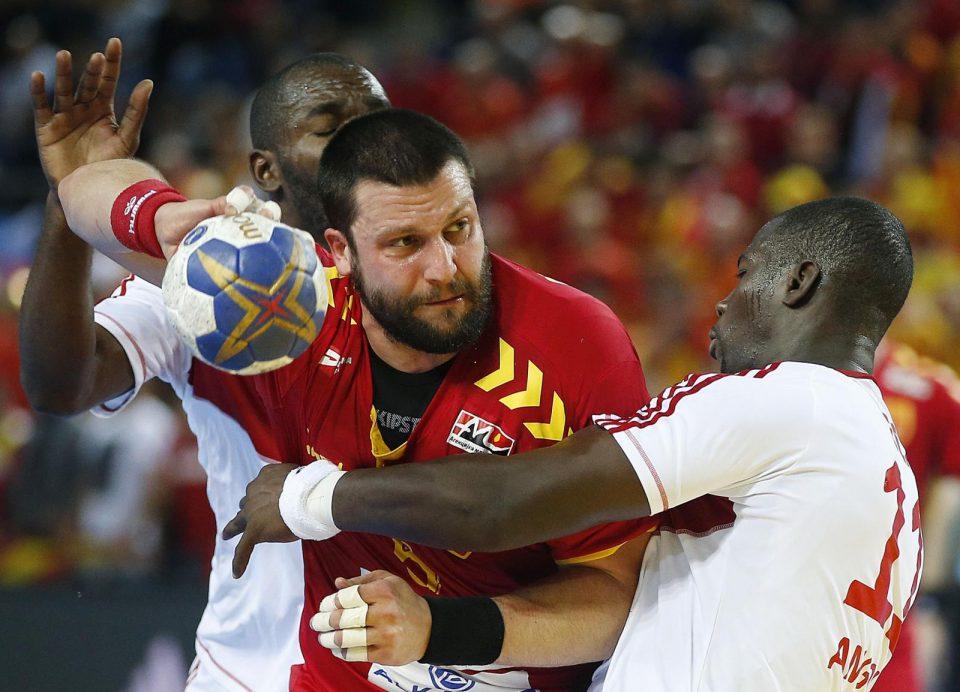 Кога ќе ги крене рацете и децата почнуваат да плачат, веднаш почнуваш да навиваш за Македонија