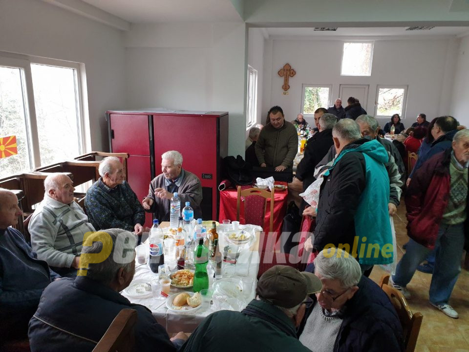"""Се празнува Свети Атанасиј Велики во црквата """"Свети Јован Крстител"""" во Капиштец"""