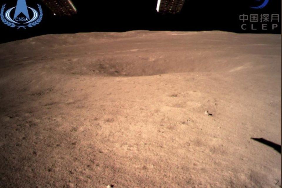Кинезите слетаа на темната страна на Месечината