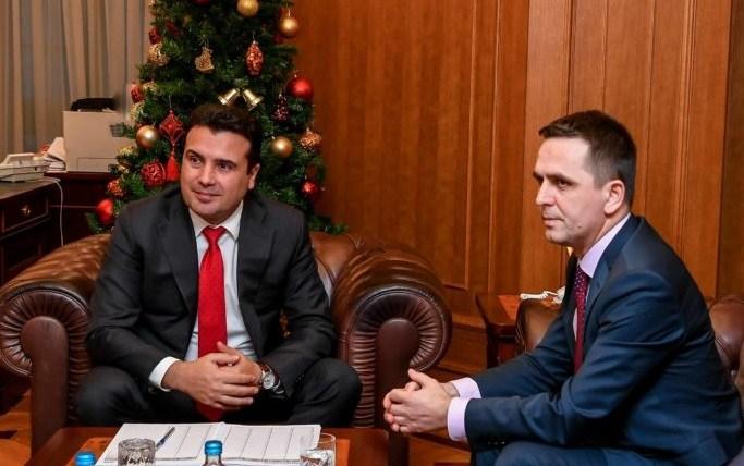 Пропаднаа разговорите Беса – Заев, се бара еден пратеник за да поминат уставните измени