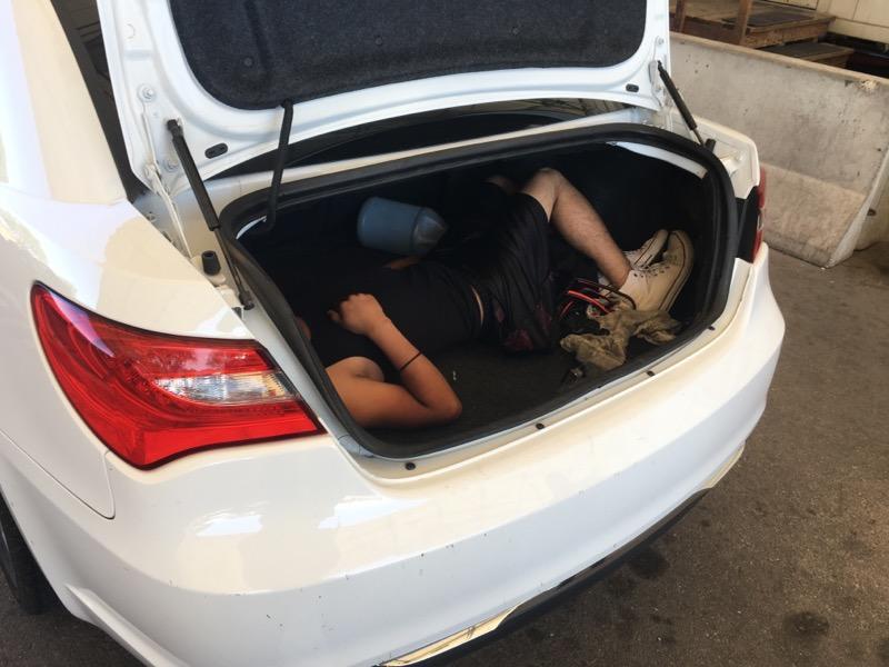 """Кумановец се обидел да прошверцува Косовка во багажникот на неговиот """"Мерцедес"""""""