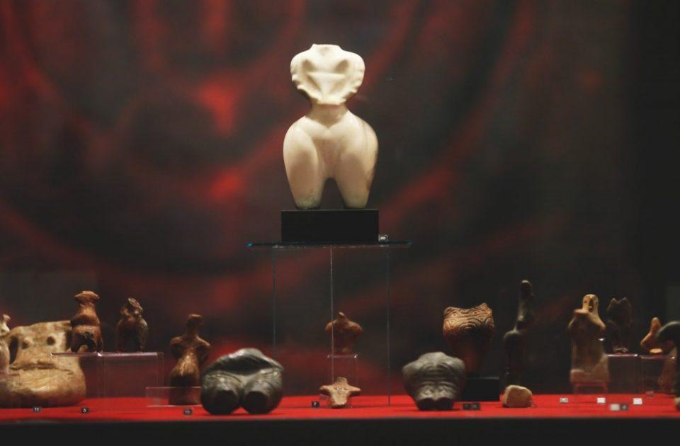 """Хрватите за """"Црн петел, црвена кокошка"""": Многу интересна и """"откачена"""" гостувачка изложба од Музејот на Македонија"""