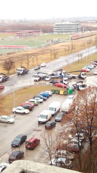 """""""Пајакот"""" во акција: Се креваат автомобили од пред зграда"""