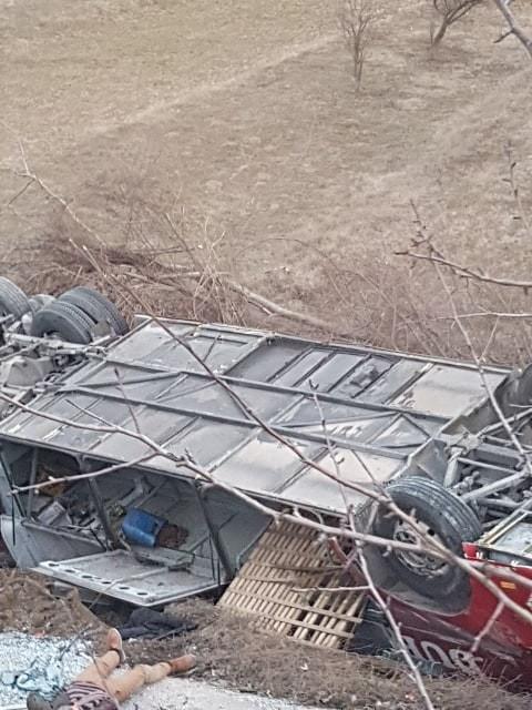 Неофицијално 6 патници се загинати, а 30 повредени во сообраќајката на патот Скопје-Тетово