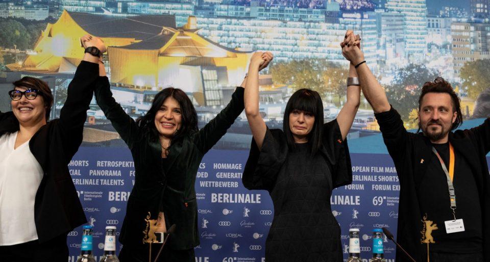 """Аплаузи на прес конференцијата во Берлин за екипата на македонскиот филм """"Господ постои, се вика Петрунија"""""""