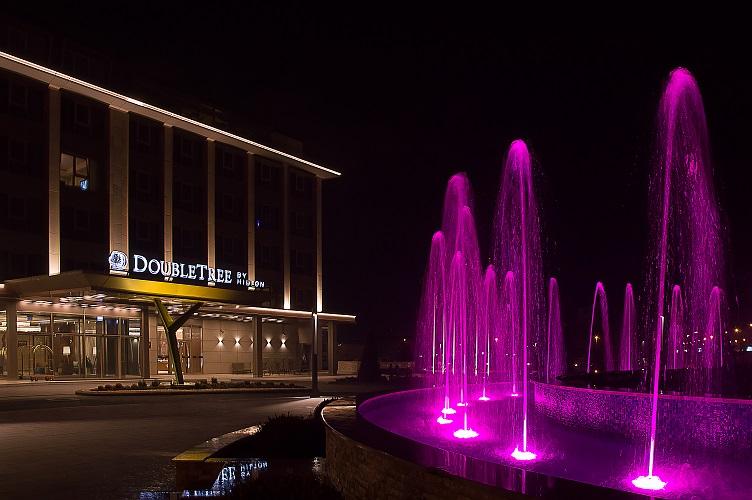 СДСМ одат во хотел, ВМРО-ДПМНЕ остануваат во својот штаб