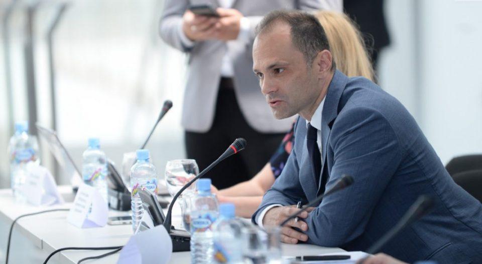 Филипче: Граѓаните да не патуваат за Италија, освен ако немаат итна потреба