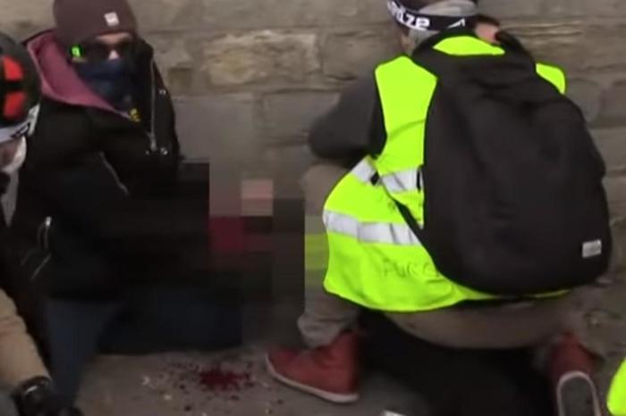 """Врескаше од болка, повеќе немаше прсти: Детали од страшната слика со """"Жолтите елеци"""" во Париз"""