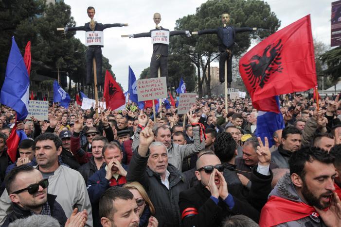 Албанската опозиција утре повторно со голем протест пред Владата