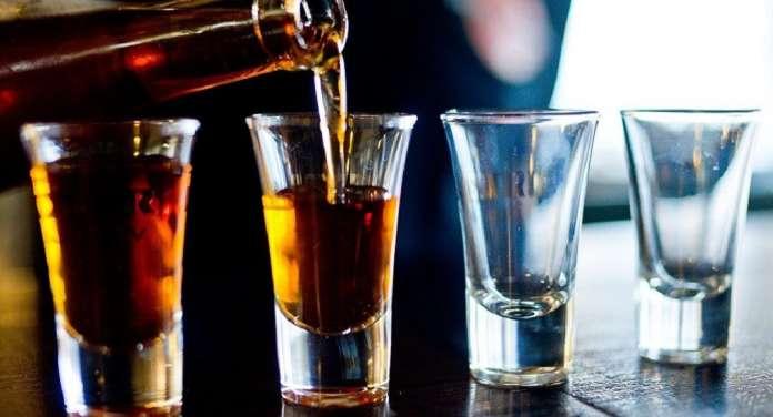 Македонците трошат повеќе пари на алкохол, проституција и наркотици отколку на книги и лекови
