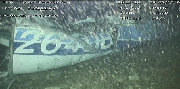Први фотографии од паднатиот авион на Сала, пронајдено е и едно тело
