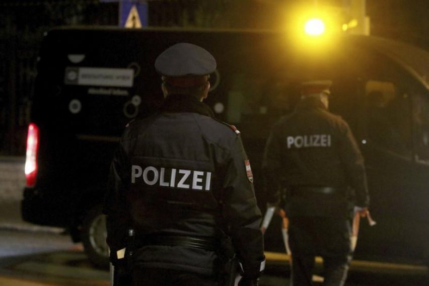 Кон полицајците фрлал со кеси ѓубре, во станица кршел мебел