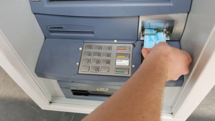 """Битолчанец во четири часот изутрина """"позајмил"""" пари од банкомат"""