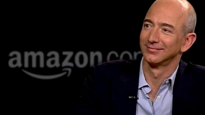 "Џеф Безос става 2,4 милијарди долари в џеб: Продаде милион акции на ""Амазон"""