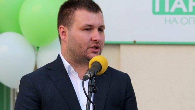 Наместо да чисти улици затрупани со снег, Богдановиќ чисти терен за втор мандат