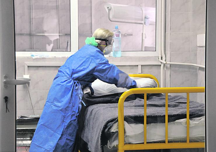 Сите позитивни на ковид-19 во Србија ќе се лекуваат во болница