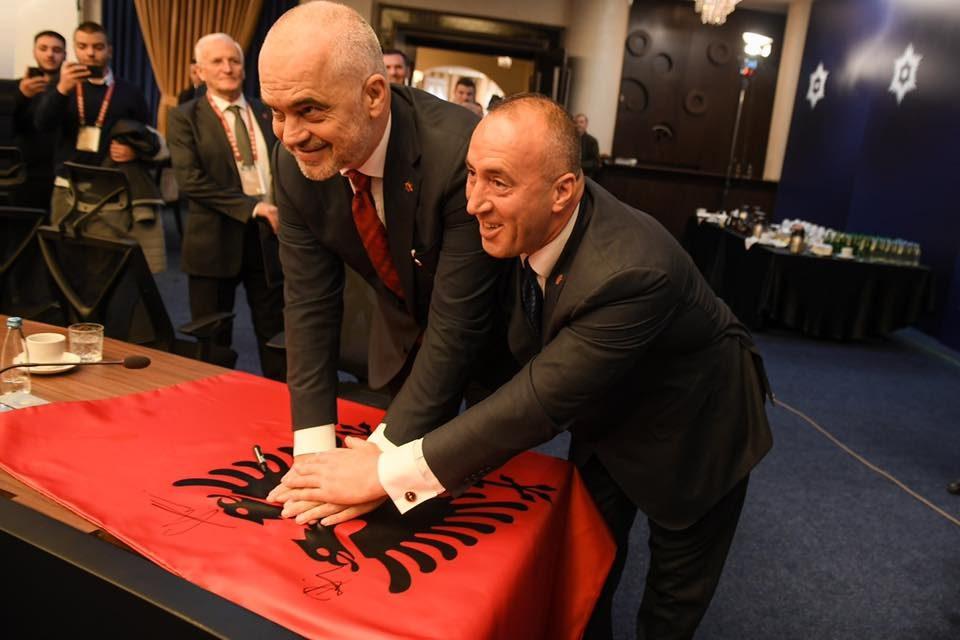 """Голема Албанија """"на дофат на рака"""""""
