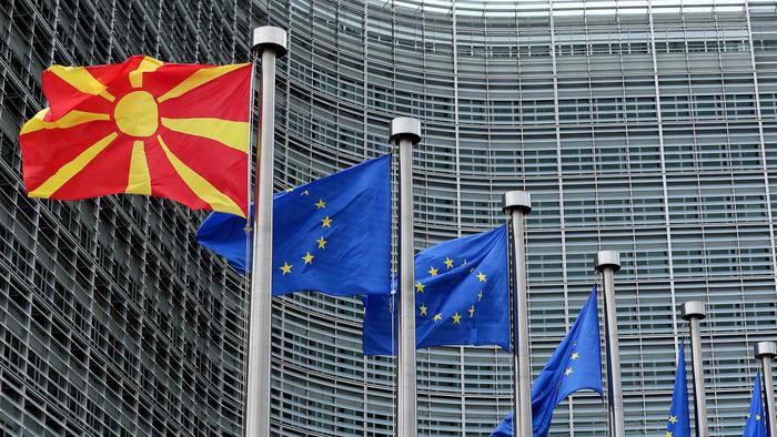 Коѕијас и тројца поранешни министри бараат од ЕУ почеток на преговорите со Скопје и Тирана