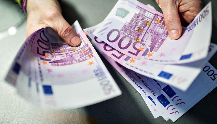 ЕК: Трошењето на јавните финансии, долгот и сивата економија се главни кочничари