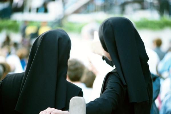 Kалуѓерки прозбореа за сексуалните злоупотреби од свештениците