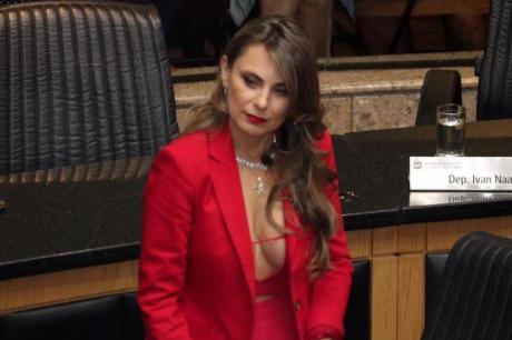 На секси пратеничката ѝ се закануваат со силување – вака таа возврати