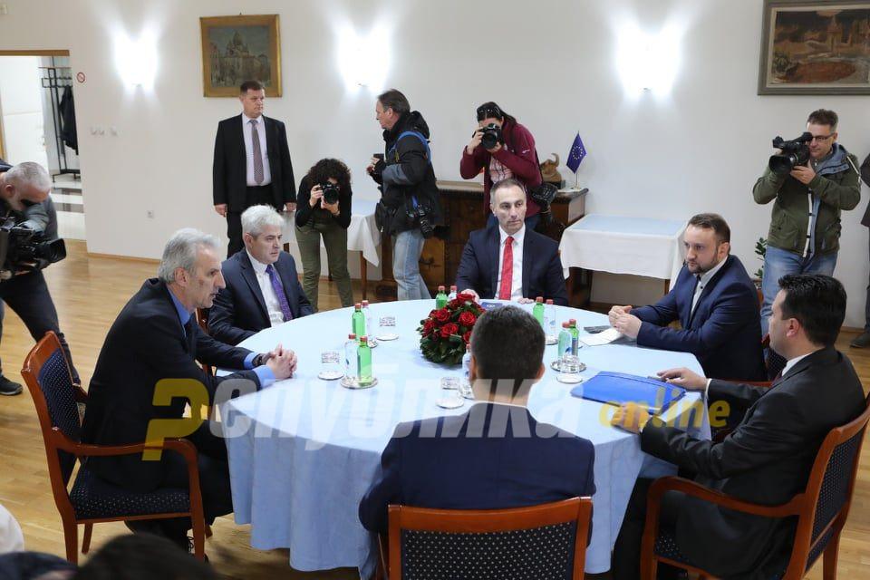 """Новиот формат на Владата ќе биде """"Заев2"""""""
