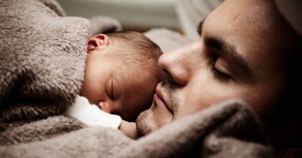 Расте бројот на татковци во ЕУ кои земаат породилно отсуство