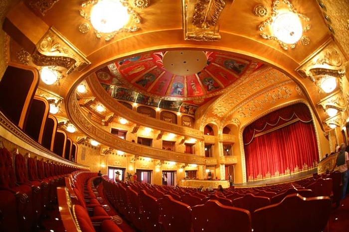 Театарските работници се уште без плата