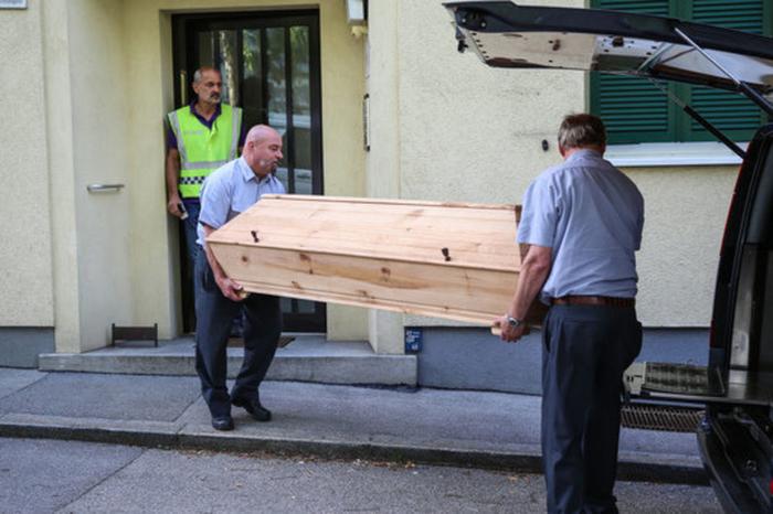 Австријка до смрт го избодела сопругот Босанец пред нивните две деца