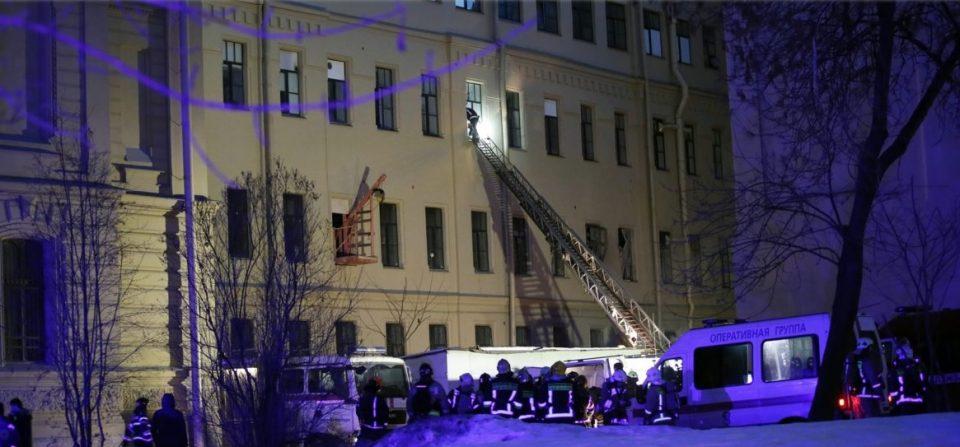 Се урна дел од зграда на универзитет во Санкт Петербург, има затрупани луѓе