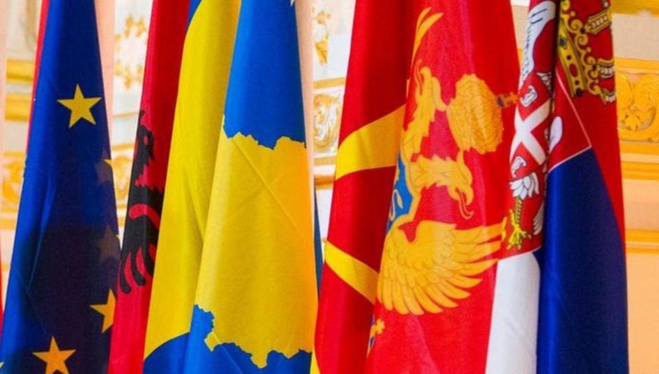 ЕУ ќе даде вакцини за Балканот, најмногу за Босна, а згора на тоа не кажува од кои