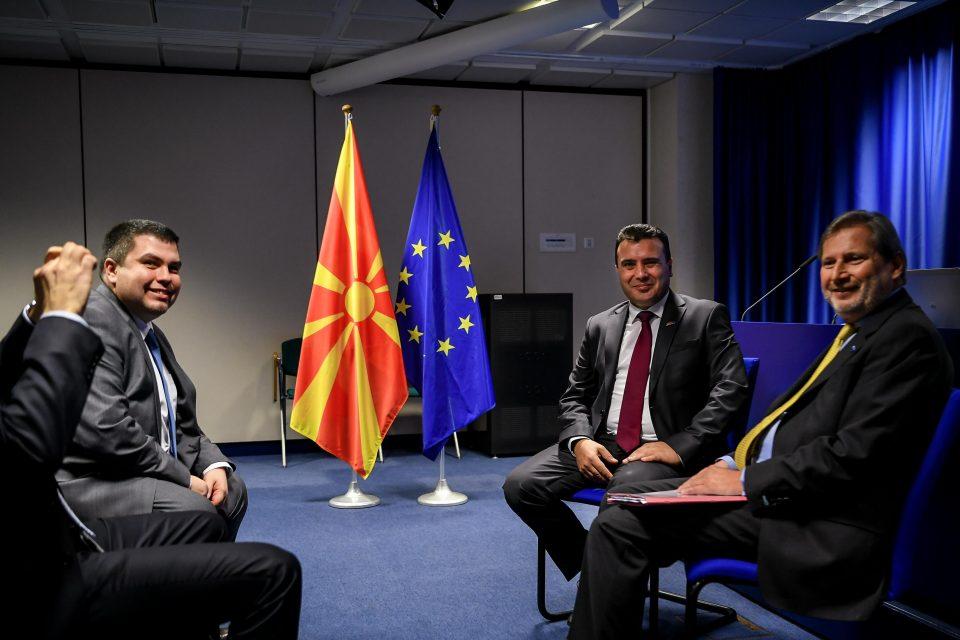 Заев оствари средба со Јоханес Хан во Брисел