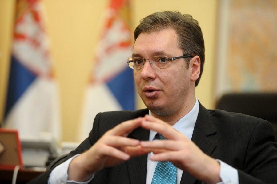 Вучиќ: Се бориме за животот на Србија, утринава пристигнаа уште 10.000 вакцини против корона вирусот
