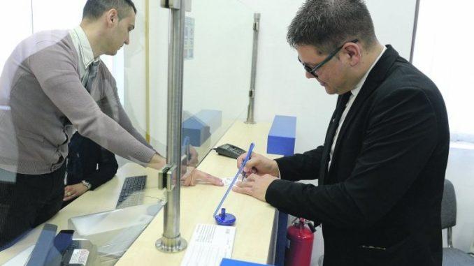 Вработен во банка во Охрид физички нападнат пред крај на работно време