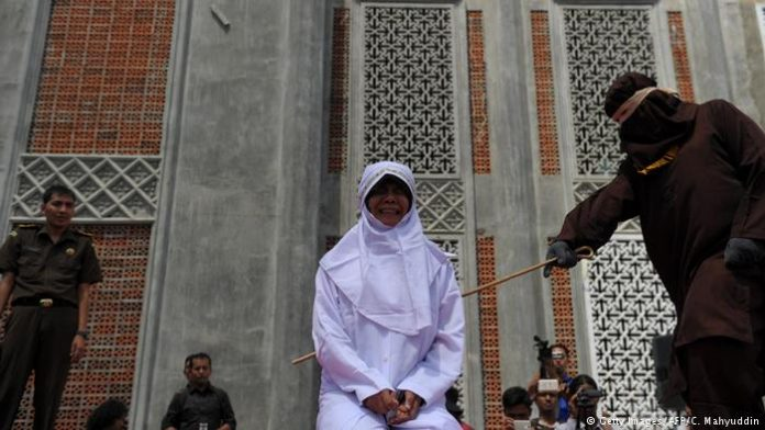 Смртна казна со каменување за хомосексуалност, неверство и силување во Брунеј