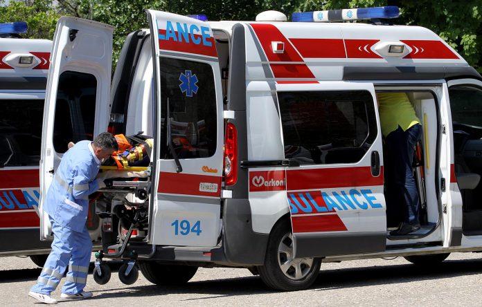 Странски државјанин итно примен на Клиника: Го удрил воз додека се движел по пруга