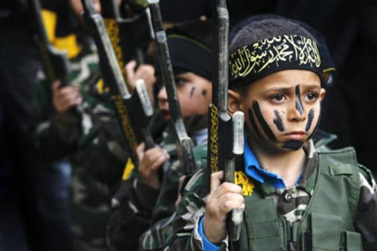 Франција не предвидува враќање на децата на француските џихадистите затворени во Сирија