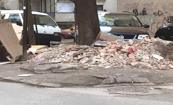 Апел до скопјани да не фрлаат градежен матерјал во контејнерите