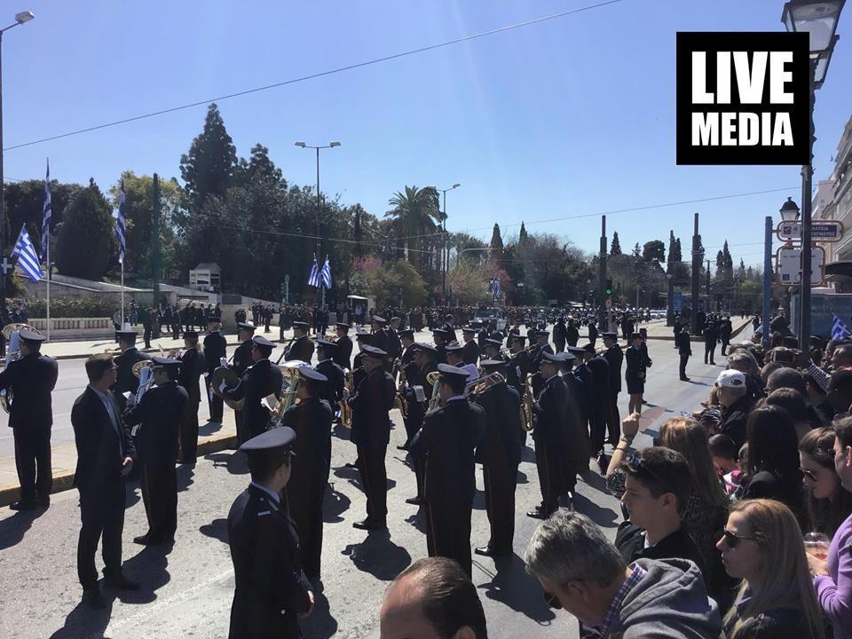 """На парадите во Солун и Атина, сепак, се пееше """"Македонија е грчка"""""""