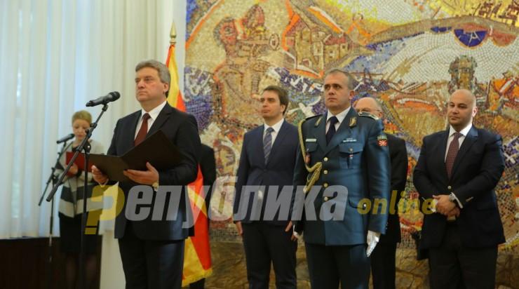 Дали Иванов ќе се издигне над уцените на власта или ќе дозволи толку многу луѓе да гнијат по затворите?
