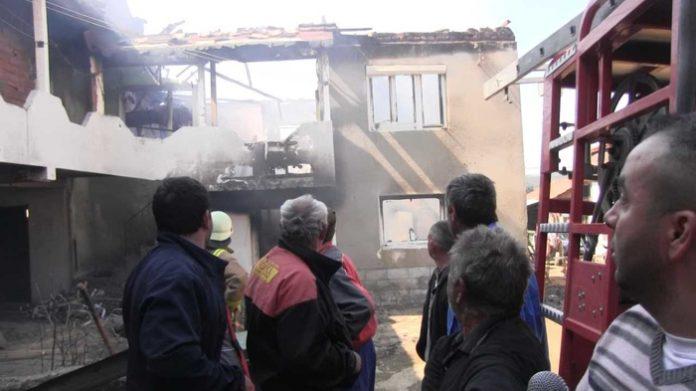 Дванаесетчлено семејство од беровско Русиново остана без куќа која изгоре во пожар