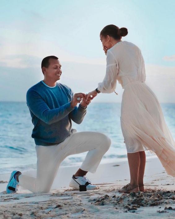 Џенифер Лопез сподели фотографии од моментот кога Алекс ја побара за жена