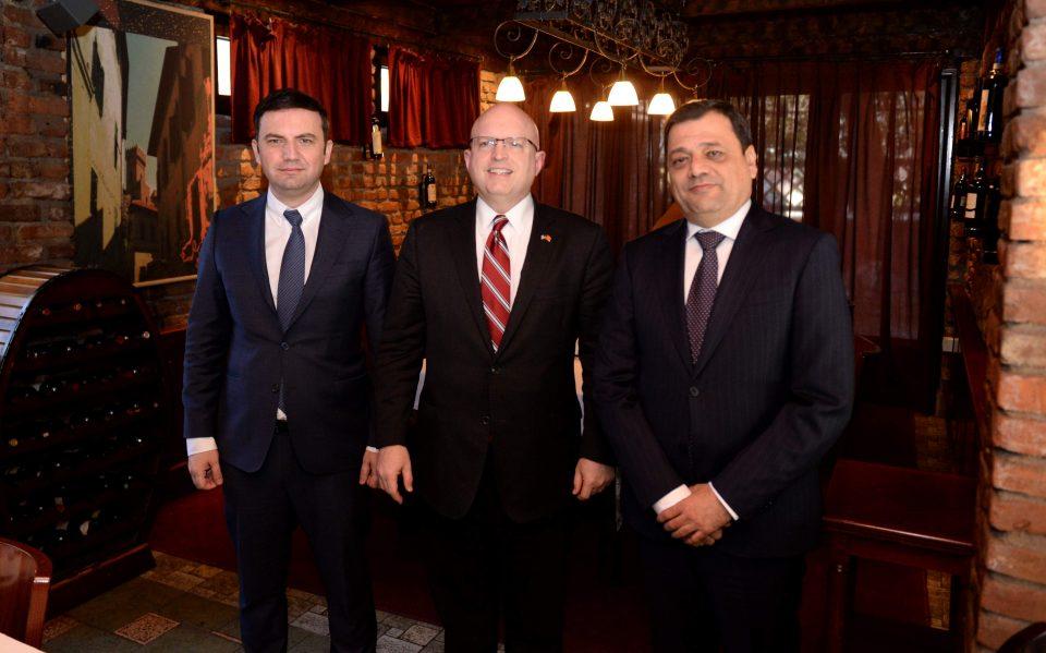 Вицепремиерите Анѓушев и Османи на средба со Филип Рикер