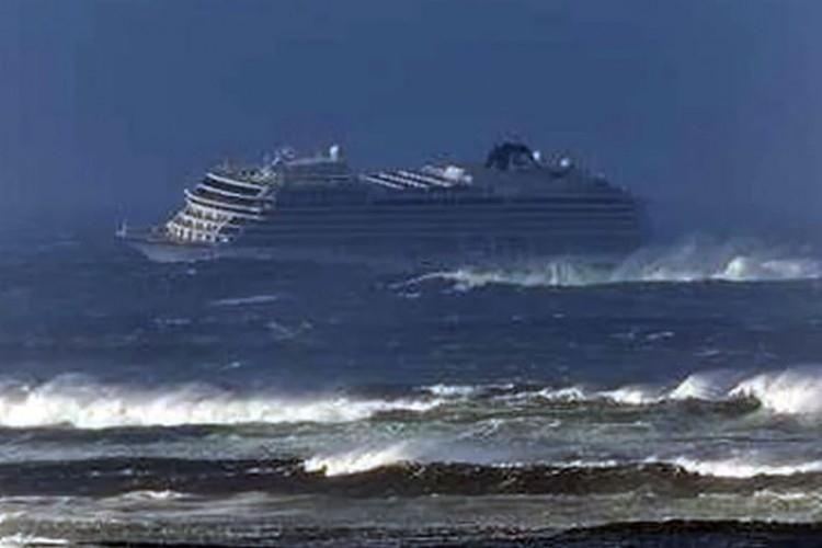1.300 туристи останаа без одмор, се расипа крузерот во Норвешка