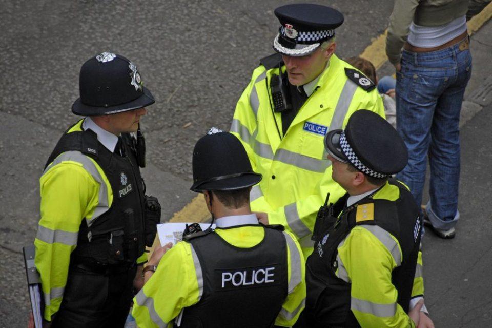 Зголемен број случаи на семејно насилство во Британија по забраната за движење