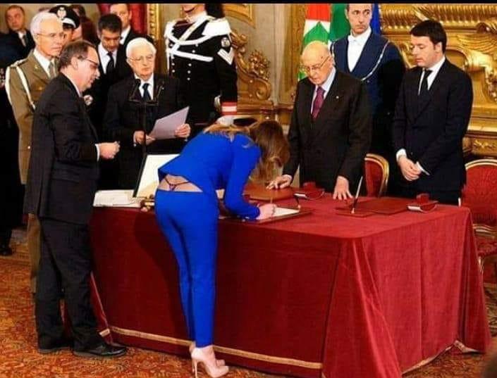 """Тангата и свечената заклетва на италијанската министерка го """"запалија"""" интернетот"""