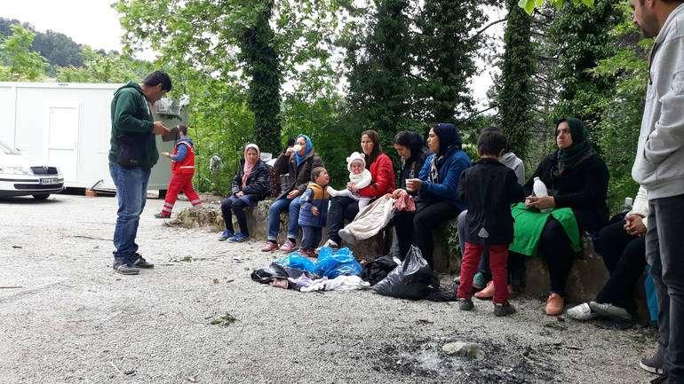 14 мигранти пронајдени во куќа во Ваксинце